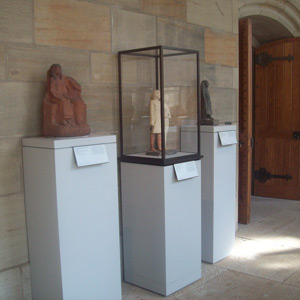 Bronze-trimmed microclimate case with pedestals, Yale University Art Gallery