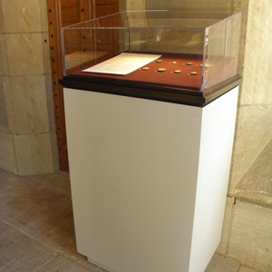 Coins and Medals case with LED lightbar and Optium-topped vitrine, Yale University Art Gallery