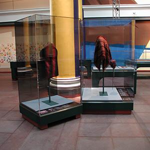 Mannequin cases, Brooklyn Museum of Art